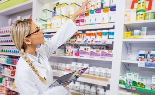 Власти временно упростили процедуру лицензирования фармацевтов